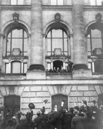german716px-Ausrufung_Republik_Scheidemann.jpg