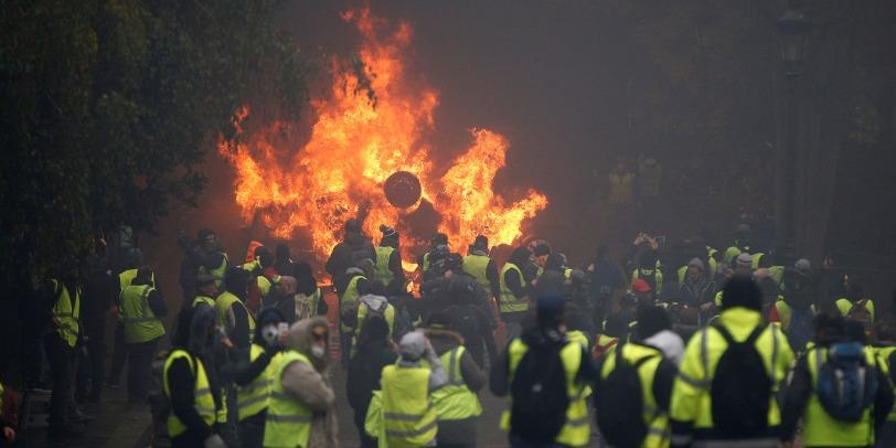 Gilets-jaunes-5.500-manifestants-a-Paris-158-interpellations.jpg
