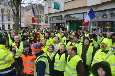 rassemblement-de-gilets-jaunes-1er-decembre-chartres-bnp_4107086