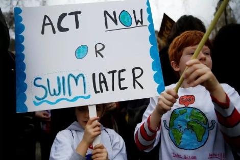 """""""Bertindak sekarang atau berenang kemudian!"""""""" - London, UK"""
